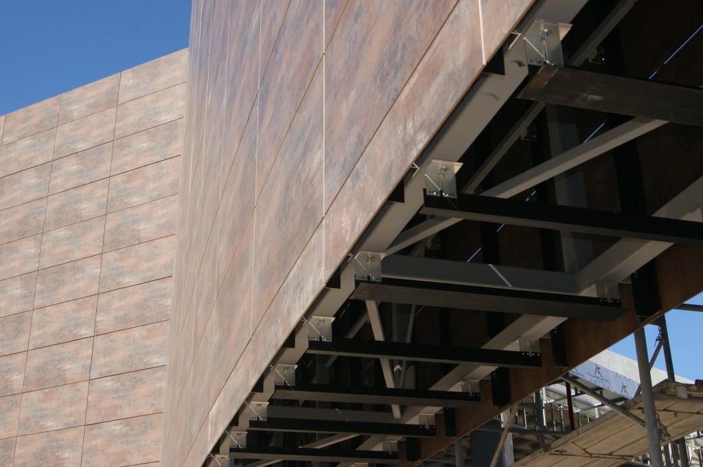 instalando fachada ventilada Fundermax