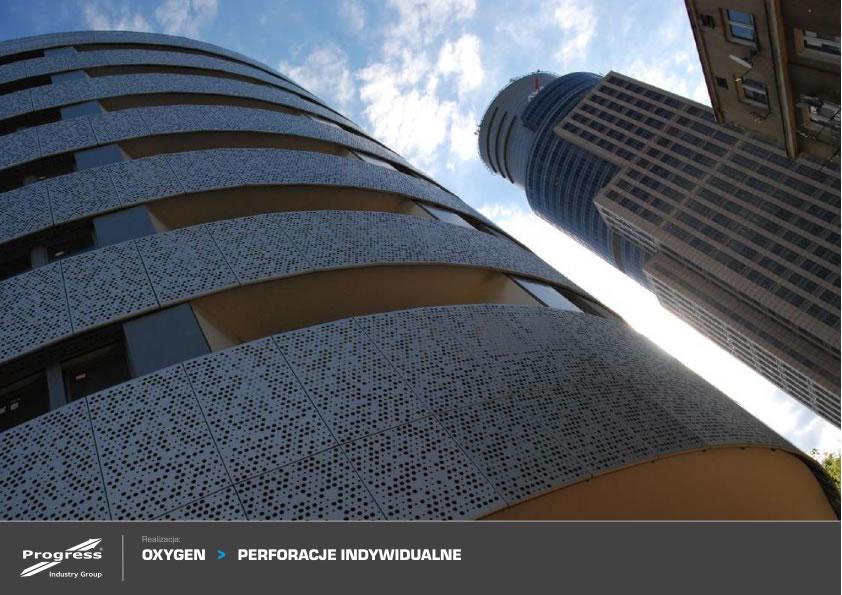 Edificio con fachada metalica