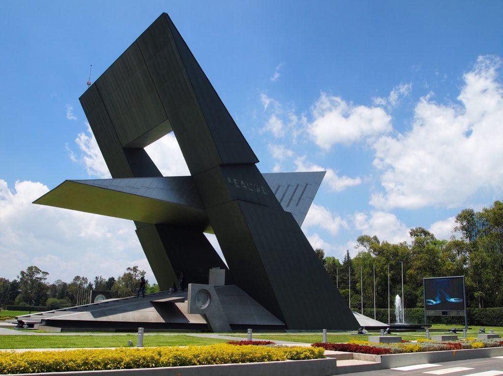 Revestimiento metalico monumento Magno